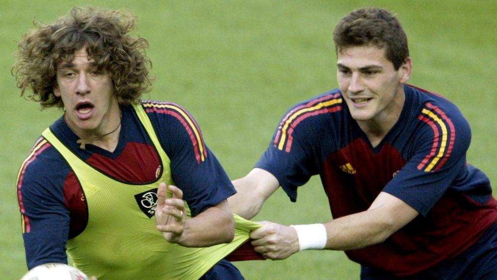 """""""Deja paso a los jóvenes"""": el vacile de Puyol a Iker Casillas, que comienza su tercera temporada con el Porto"""
