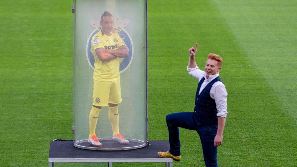 Santi Cazorla, presentado con un increíble truco de magia en su vuelta al Villarreal