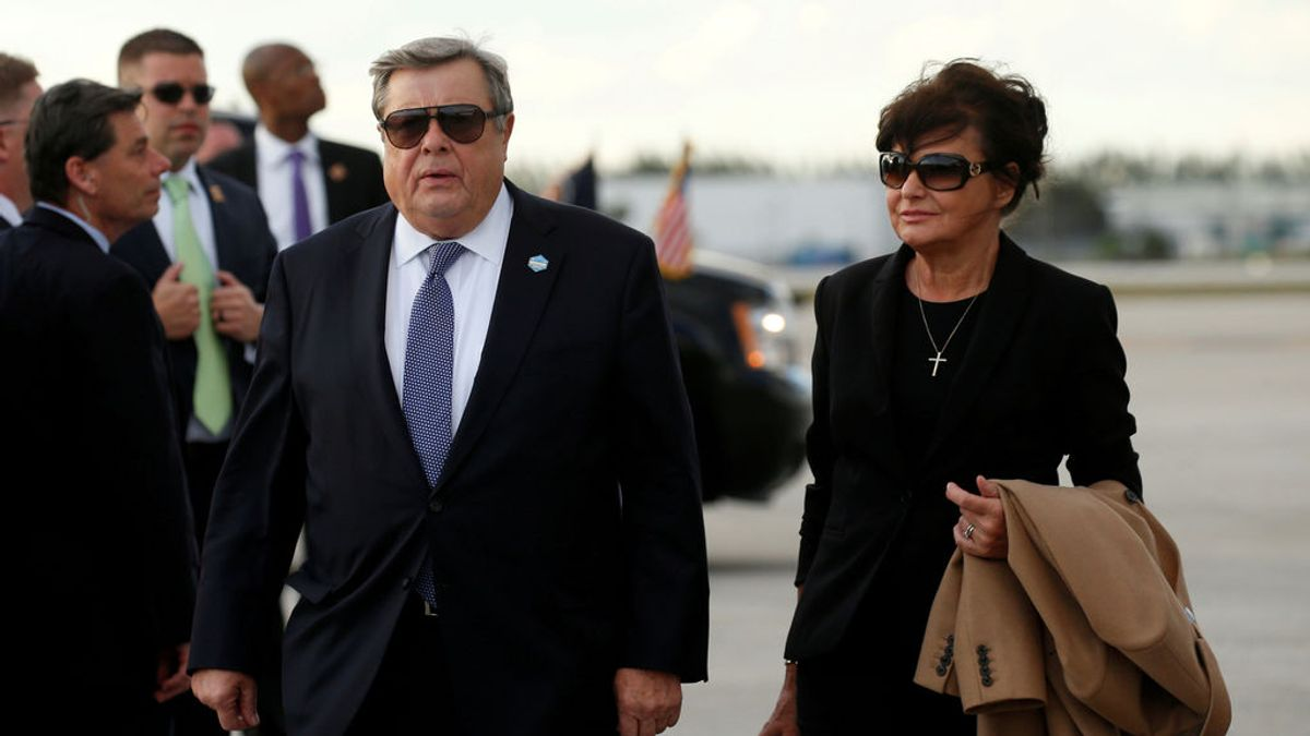 Los padres de Melania Trump obtienen la nacionalidad estadounidense
