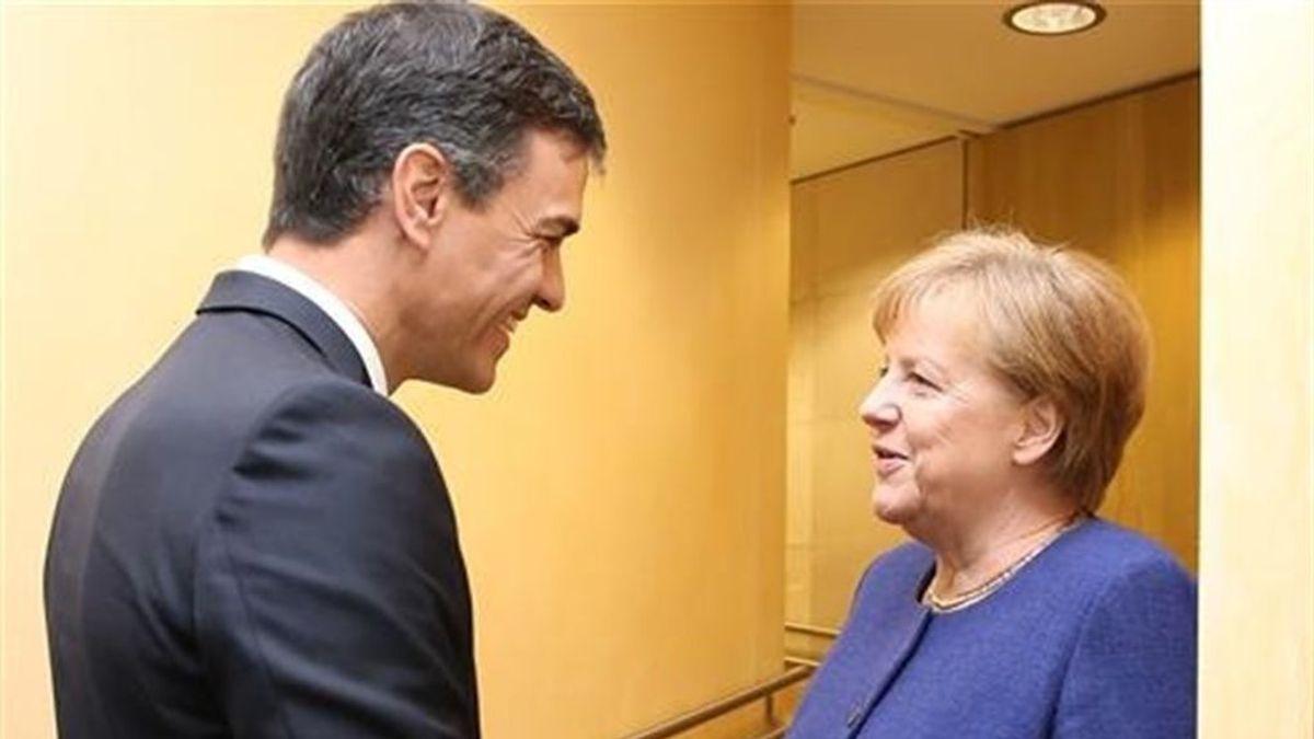 Sánchez y Merkel repasan la agenda europea en Cádiz con el enfoque en la migración