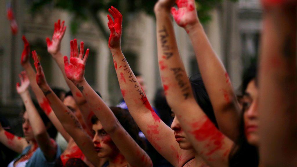 Tres hombres intentan abusar de una joven en Argentina