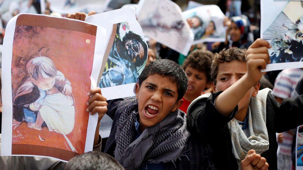 Marcha por los muertos en un accidente aéreo en Yemen