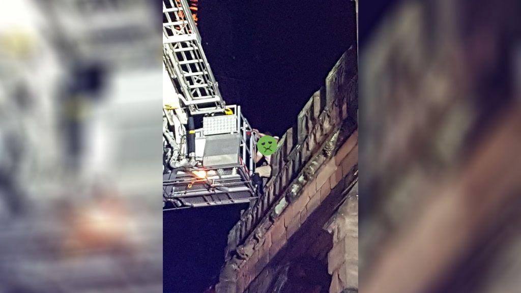 Rescatan a dos jóvenes de la cima de la catedral de Coventry a 90 metros de altura