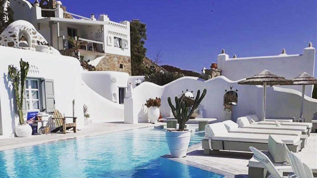 El hotelazo griego en el que se están pasando las vacaciones Sofía Suescun y Albalá, foto a foto