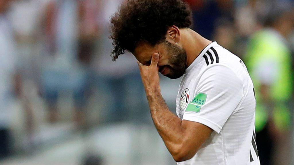 Pillan a Salah usando el móvil mientras conduce... ¡Y el Liverpool le denuncia ante la policía!