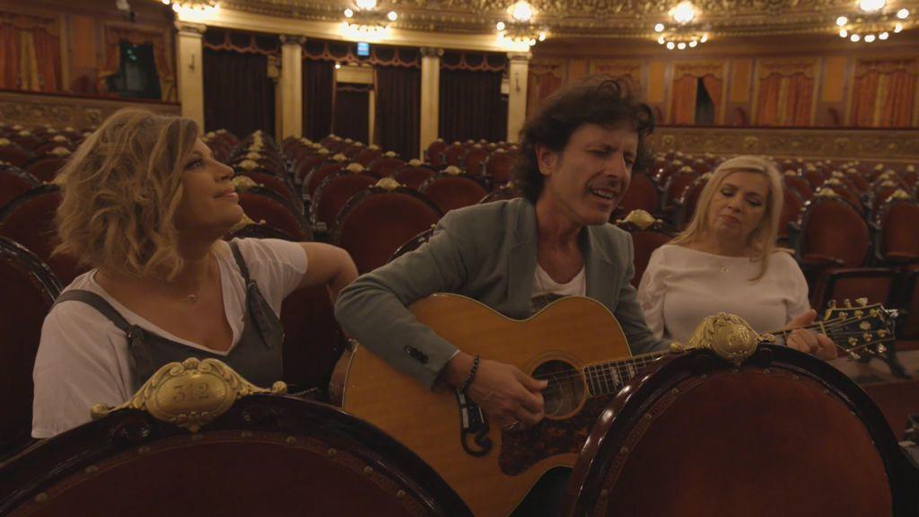 Terelu rompe a llorar al escuchar una canción muy especial para ella en la voz de Coti en el espectacular Teatro Colón