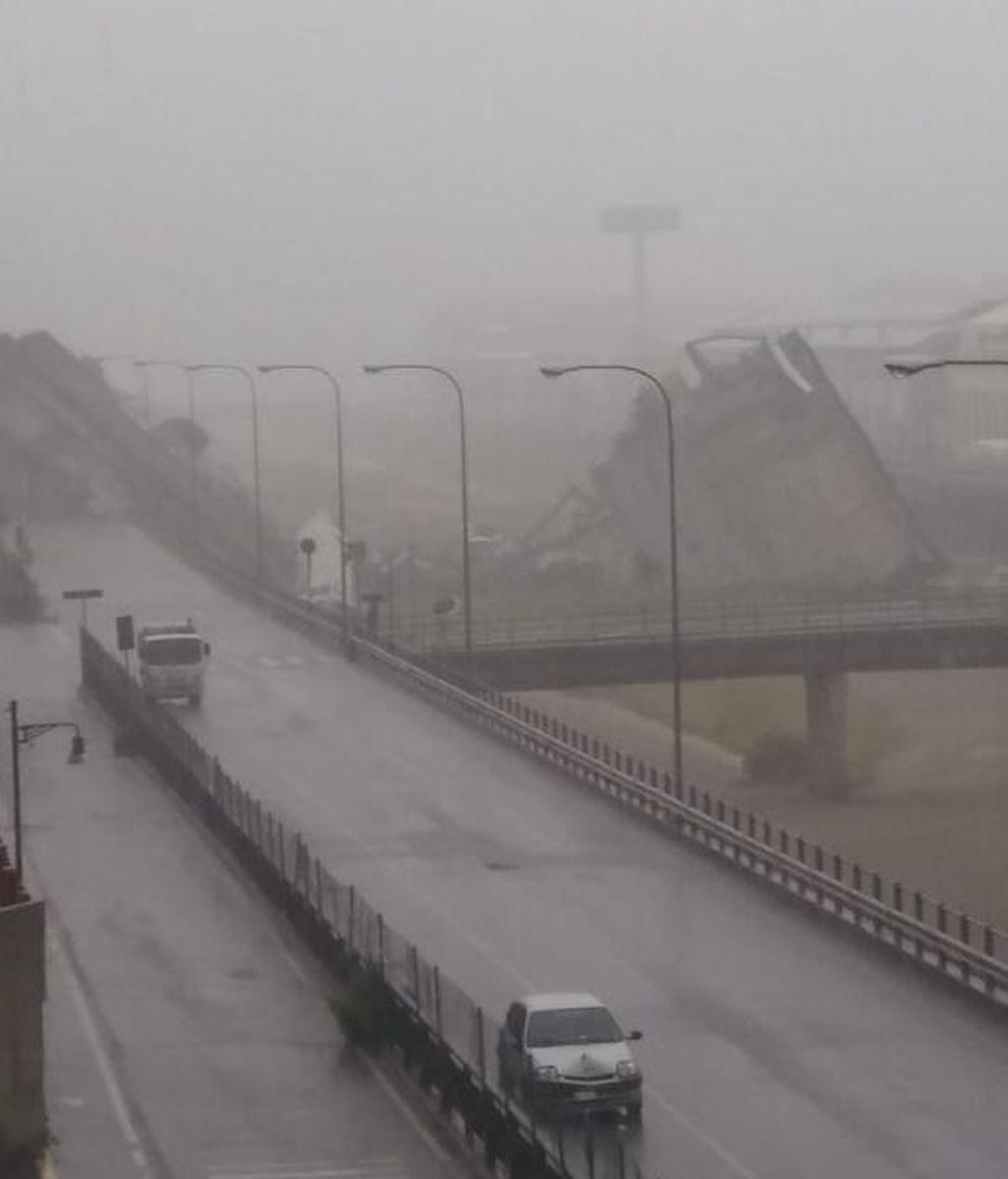 El viaducto Polcevera,donde circula la autopista A10, se ha venido abajo por causas desconocidas