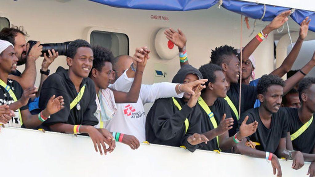 Los 141 migrantes del 'Aquarius' llegan a puerto en Malta