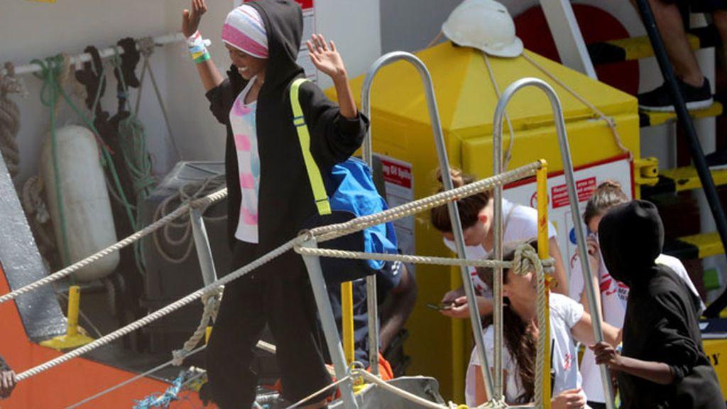 El 'Aquarius' llega al puerto de La Valeta con los 141 migrantes rescatados