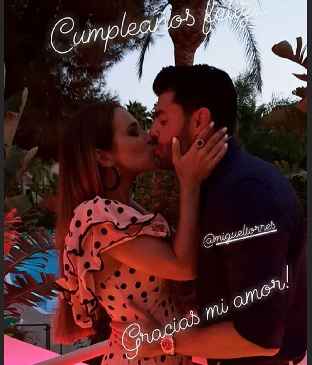 Beso Paula y Miguel