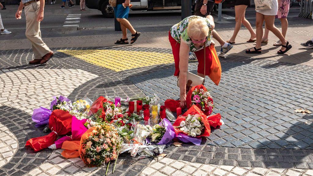 Ofrendas florales en Barcelona en memoria de las víctimas del 17A