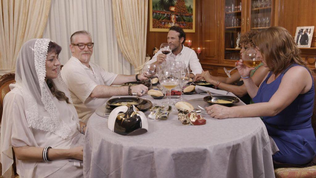 Concursantes de 'Ven a cenar conmigo', en el programa que Cuatro emite el viernes 24 de agosto.