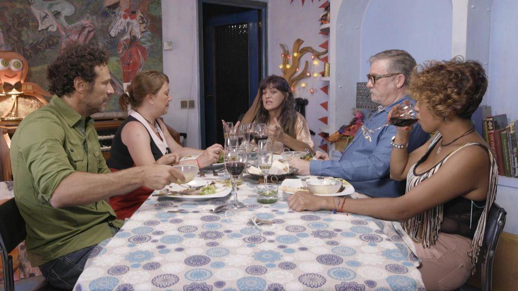 Los concursantes de 'Ven a cenar conmigo', en el programa que Cuatro emite el jueves 23 de agosto.