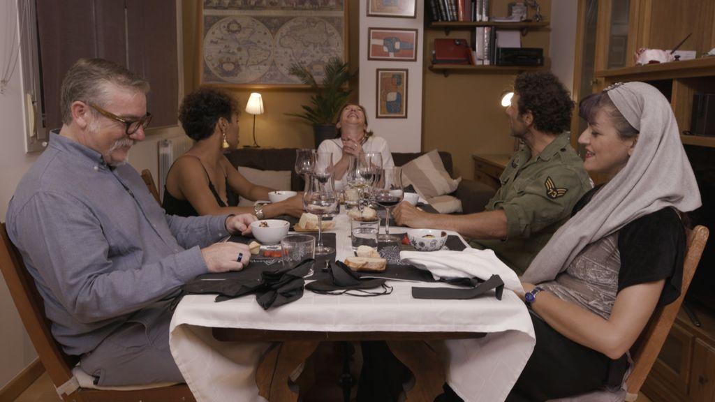 Invitados de 'Ven a cenar conmigo', en el programa que Cuatro emite el lunes 20 de agosto.