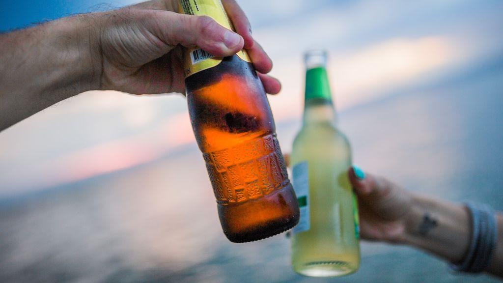 """Los españoles preferimos beber con amigos y familiares y """"por la tarde"""""""