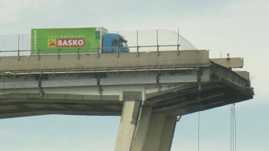 Retiran el camión, símbolo de la tragedia de Génova