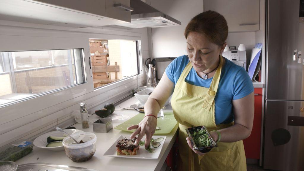 Una de las anfitrionas de 'Ven a cenar conmigo', en el programa que Cuatro emite el lunes 20 de agosto.