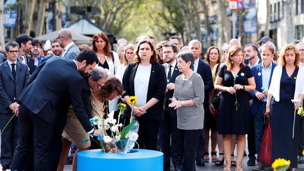 Torrent, Torra, Cunillera y Colau en la ofenda floral