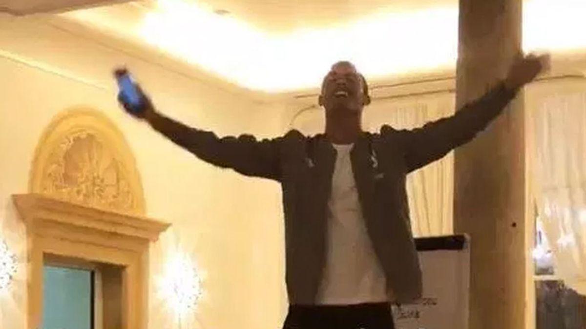 Cristiano no se libra de las novatadas de la Juventus: cantando y bailando encima de una silla