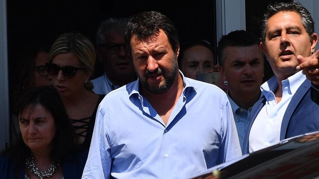 Salvini amenaza con enviar a Libia a 177 emigrantes rescatados por la Guardia Costera italiana
