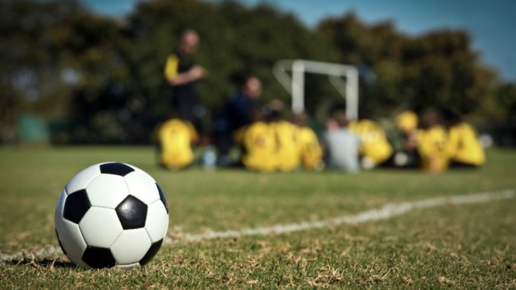 Acusan a un entrenador de fútbol de abusar de un menor al que da clases en Murcia