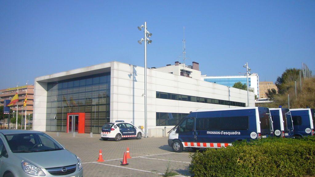 Las comisarías de los Mossos se blindan ante posibles ataques terroristas: bolardos, mamparas blindadas, cámaras de seguridad y 9,2 millones de euros