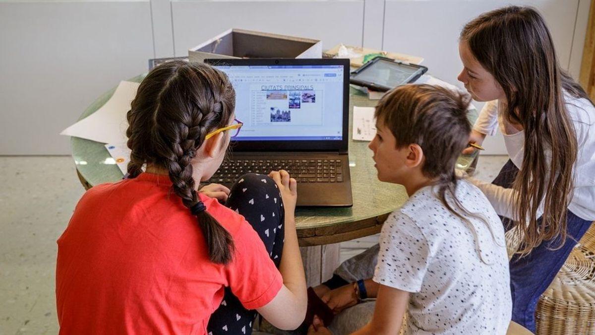 Los colegios españoles tienen de media un ordenador por cada tres alumnos