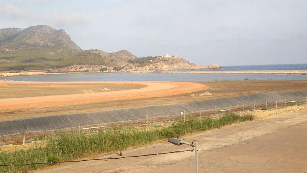 Una bahía sin mar y una playa con bandera negra por contaminación: el drama de Portmán