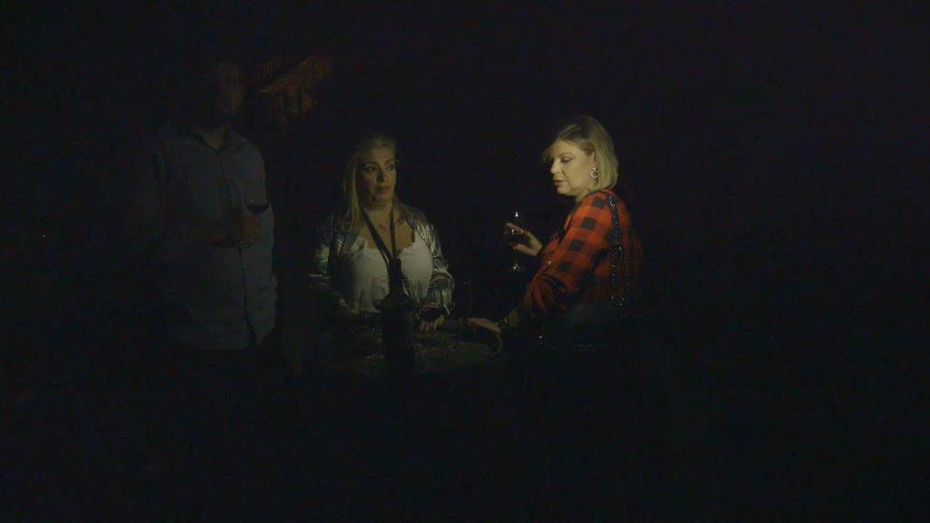 ¡Pánico en la bodega! Terelu y Carmen se quedan atrapadas y sin luz en una cata de vino