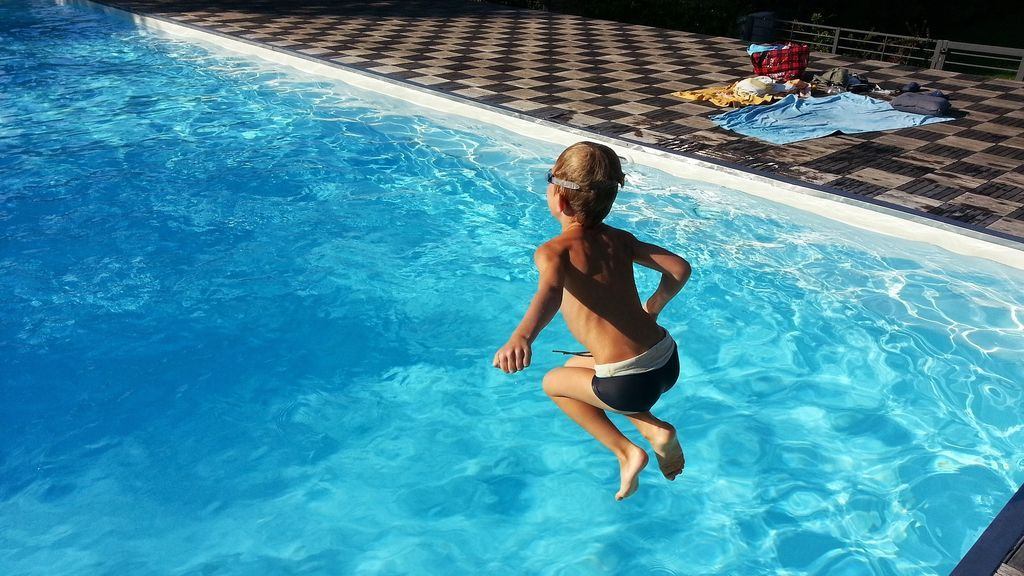 niños piscinas