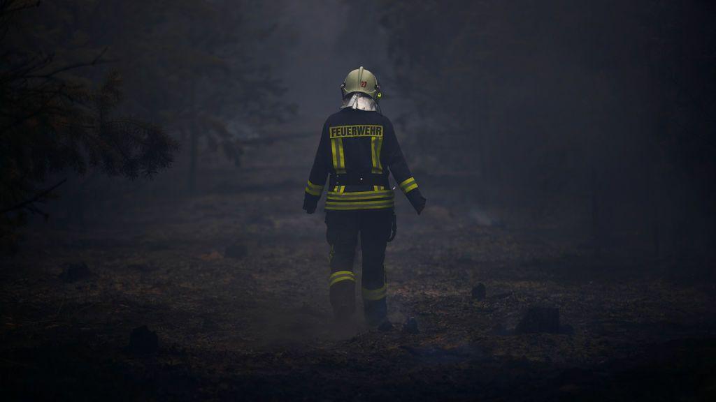 Incendio forestal arrasa una localidad a las afueras de Berlín