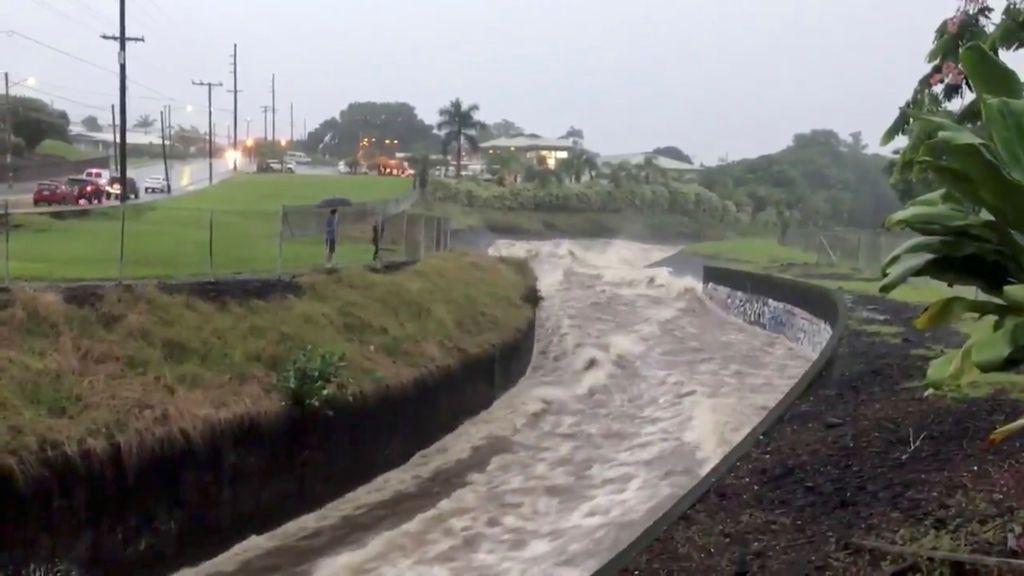 El huracán 'Lane' se convierte en una tormenta de categoría 1 a su paso por Hawái