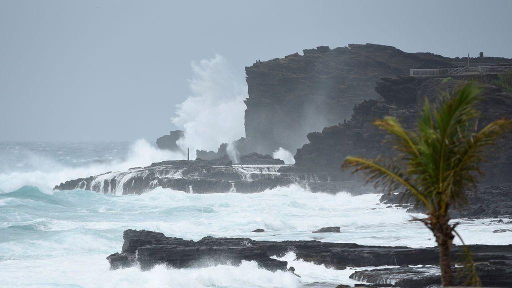 Inundaciones, oleaje fatal y fuertes vientos, las amenazas de Lane en Hawái