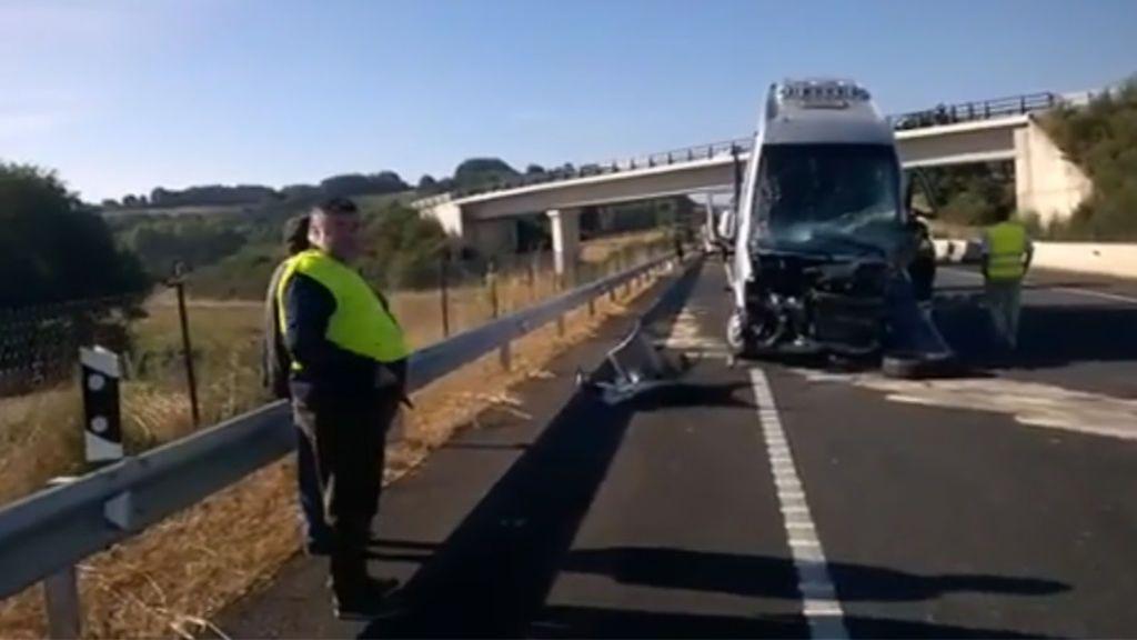 Un muerto y 15 heridos en un accidente entre un turismo y un autobús en Lugo