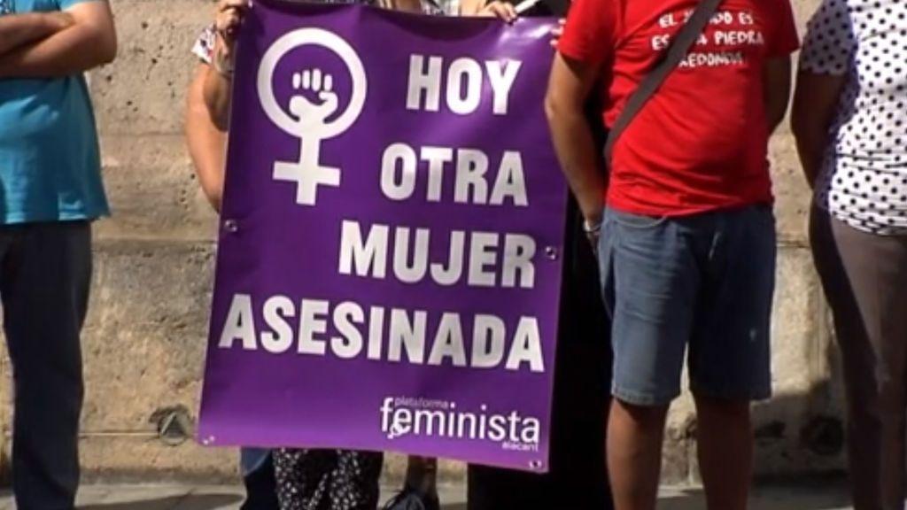 Concentración en Orihuela en repulsa del crimen machista a su pareja Ivana