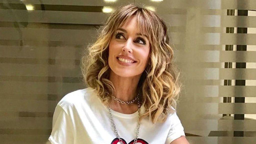 Emma García Muestra A Su Hija En Una Foto Outdoor