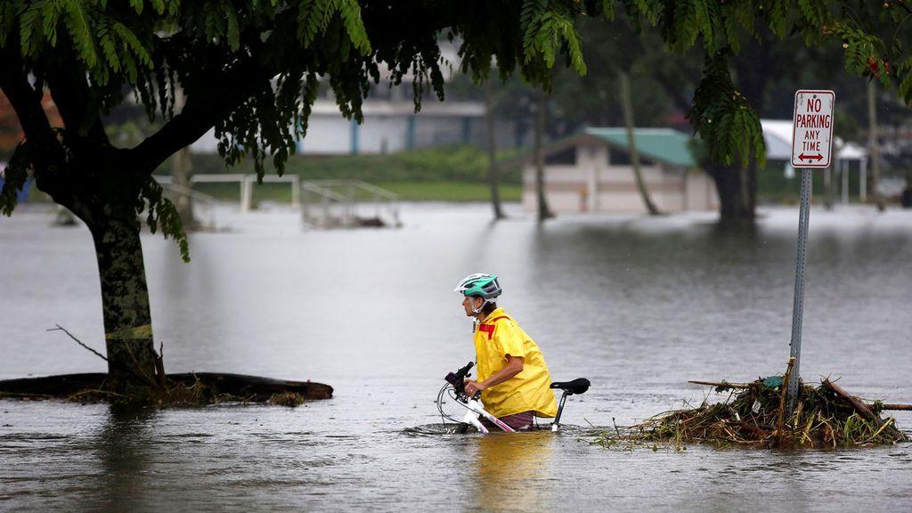 El huracán Lane deja anegado a Hawái