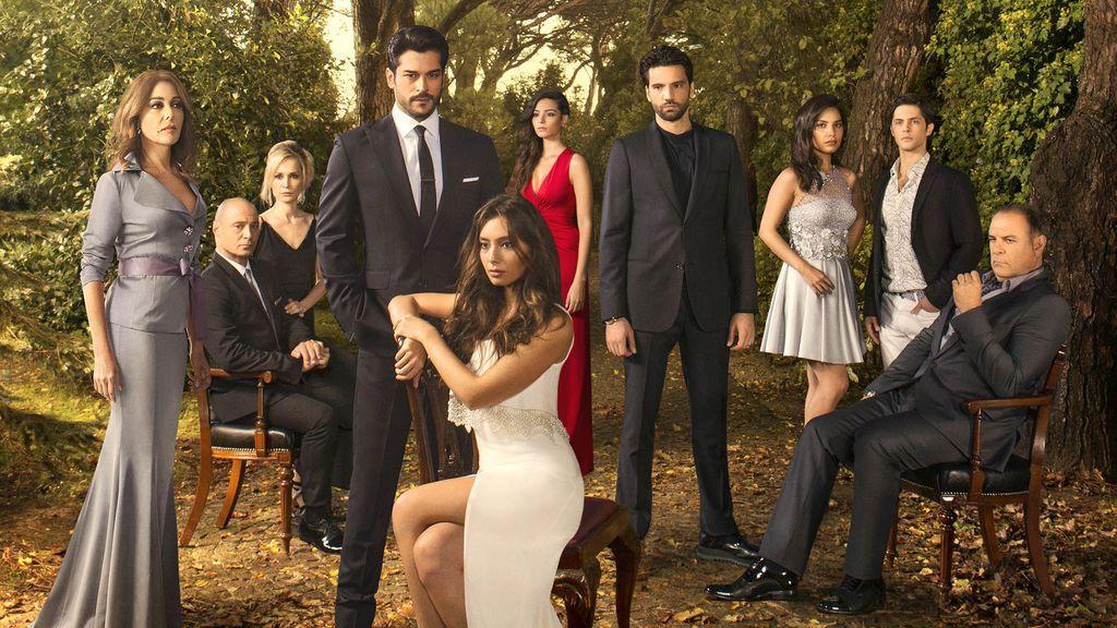 El reparto de la serie turca 'Kara sevda (Amor eterno)', de Divinity.