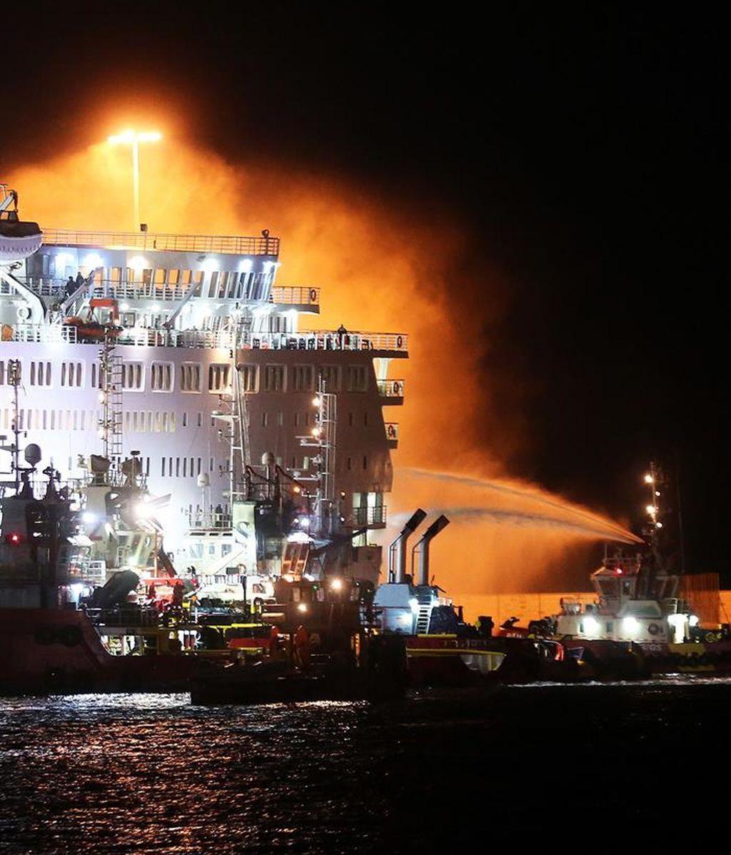 Se incendia un ferri en Grecia