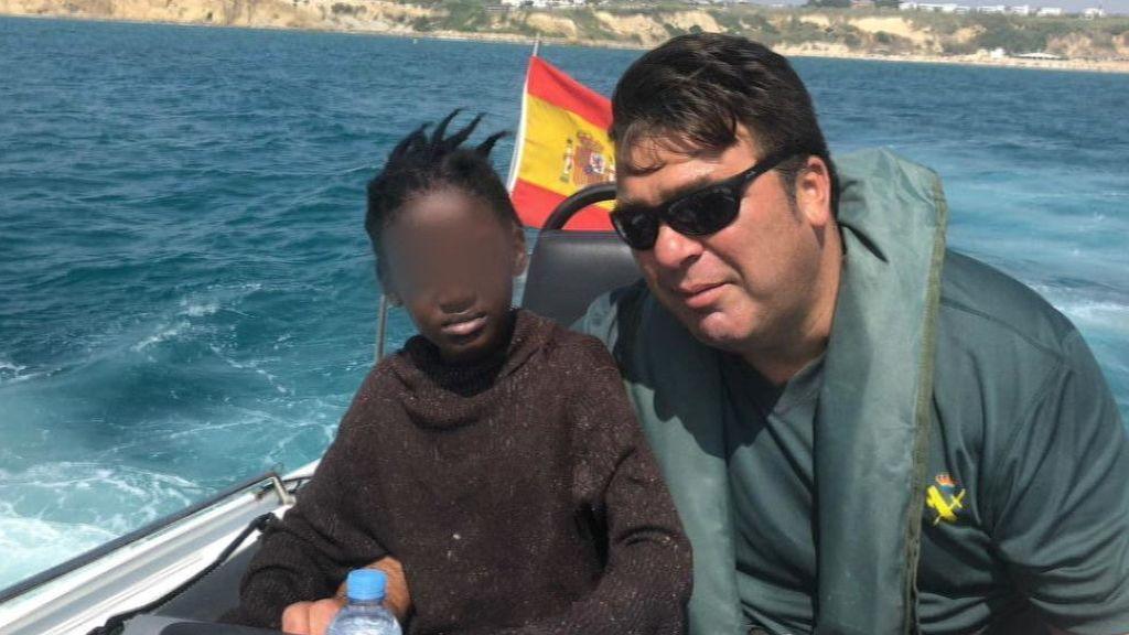 """""""Hi Spain, colegas"""", el grito de los 50 inmigrantes que llegaron a Conil en patera"""