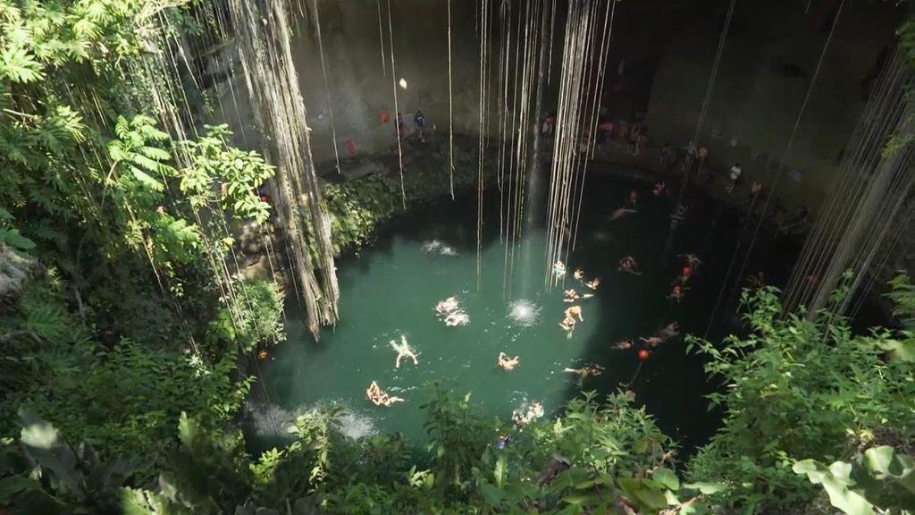 Un cenote desde dentro: la apertura al inframundo