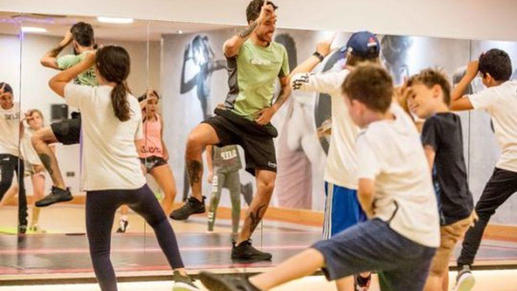 Una cadena inglesa de gimnasios ofrece clases de los bailes de Fortnite para niños