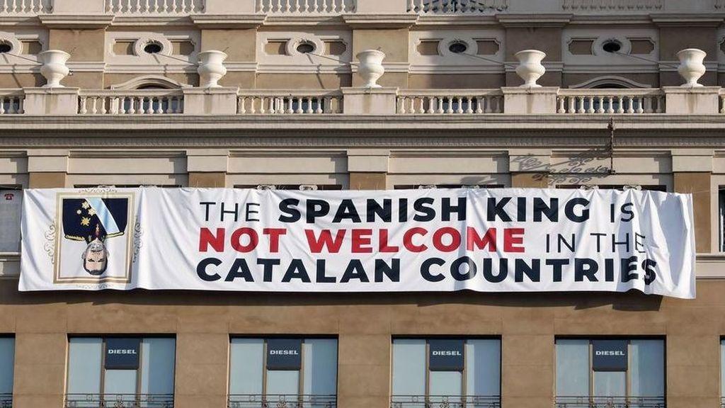 La Fiscalía ve poco futuro a poder condenar a los que colocaron la pancarta contra el Rey