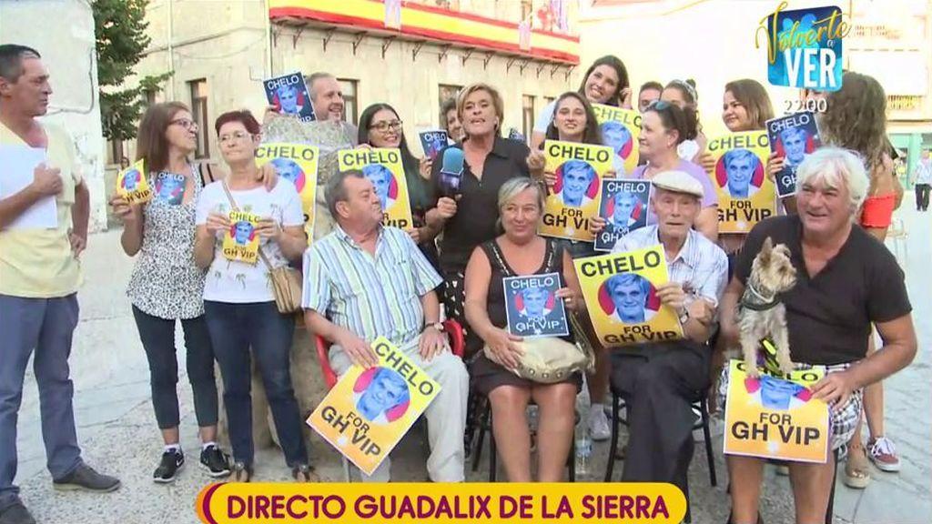 ¡Camino a 'GH VIP'! Chelo hace campaña con los vecinos de Guadalix de la Sierra