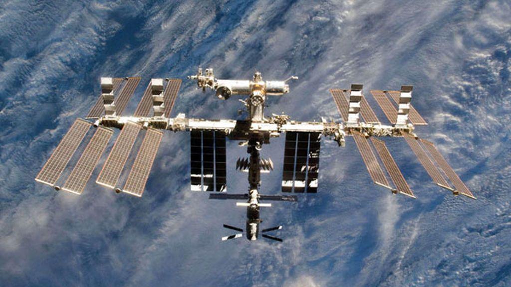 Un meteorito choca contra la Estación Espacial Internacional y causa una fuga