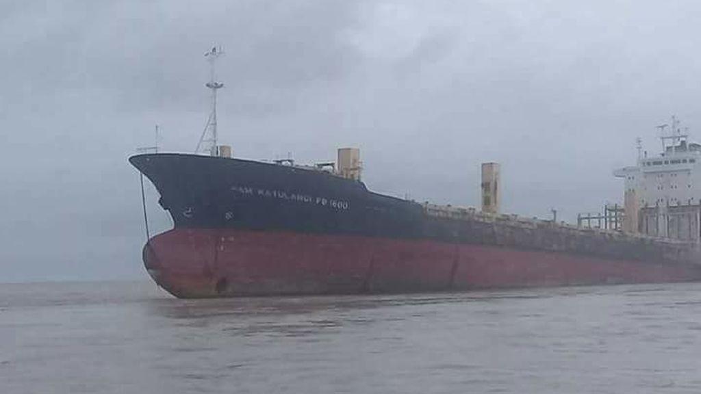 Un misterioso buque fantasma aparece en la costa de Birmania