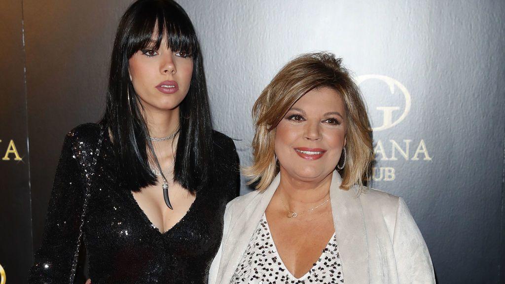 Terelu celebra su cumple con alma rockera junto a su hija Alejandra en el concierto de Bunbury