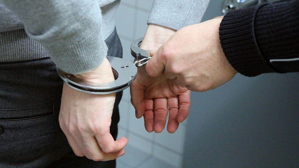 handcuffs-2102488_960_720
