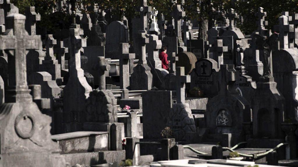 Investigan la profanación de varias tumbas en el cementerio sevillano de Brenes