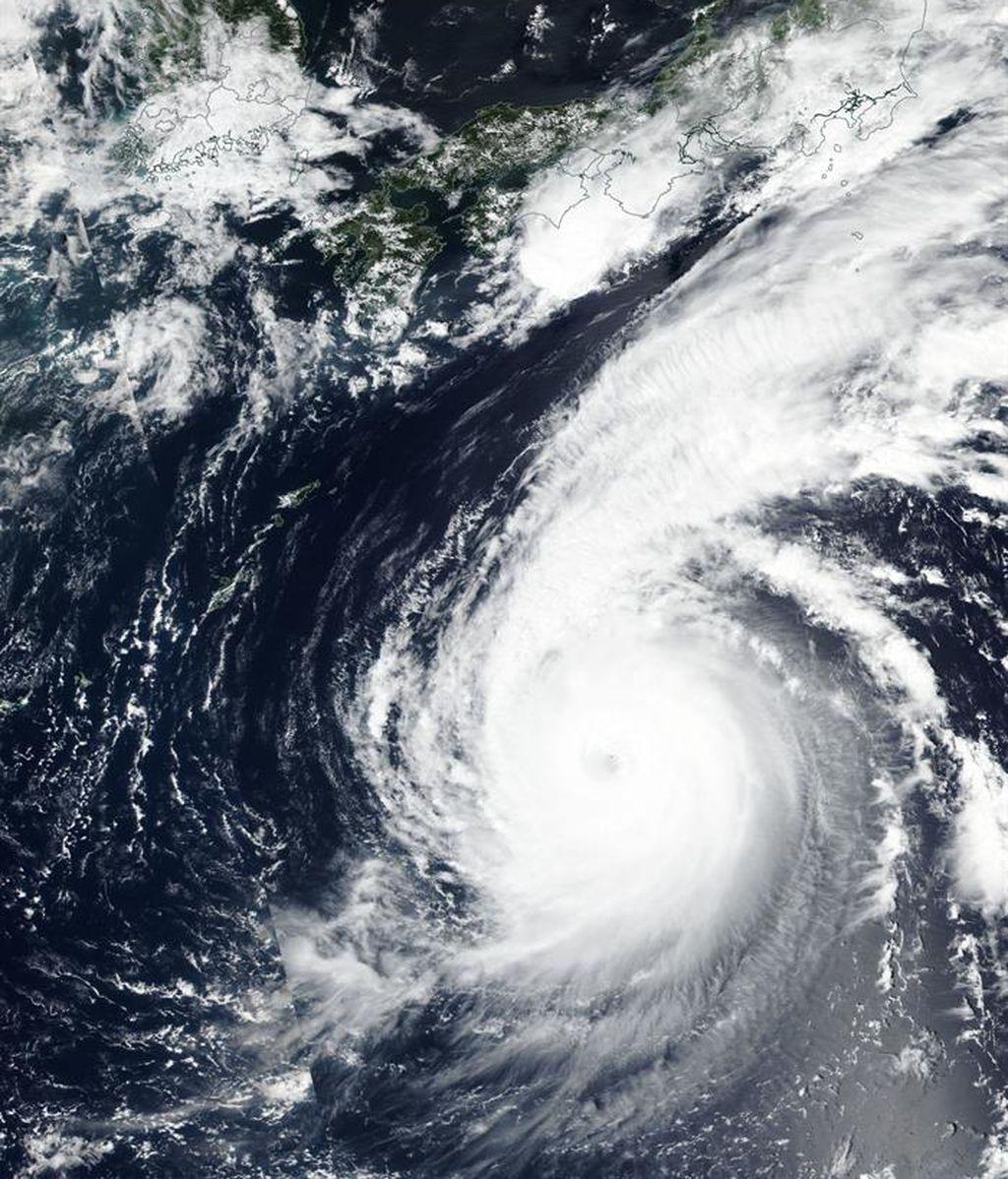Se acerca el tifón más fuerte de Japón